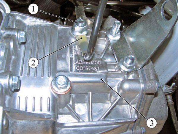Крепление клеммы жгута провода массы к коробке передач