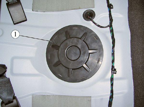 Крышка люка бензонасоса